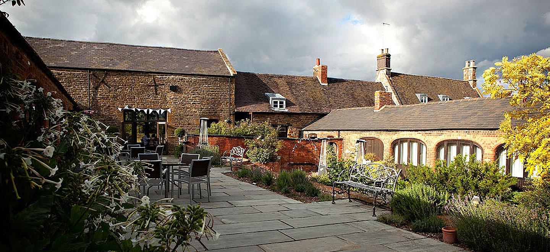 dodmoor-house-lesbian-wedding-venue-northamptonshire-barn-gay-wedding-venue-northamptonshire-the-gay-wedding-guide