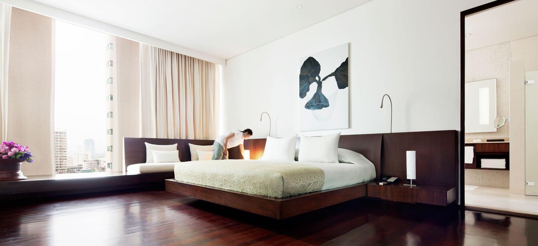COMO-Bangkok-gay-thailand-gay-travel-honeymoon-at-COMO-Metropolitan_Penthouse_Suite_Master_Bedroom