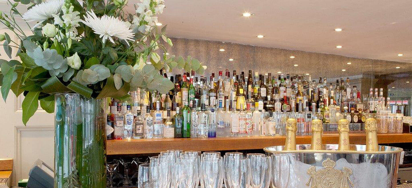 Chiswell-Street-Gay-Wedding-Venue-EC1-City-London-Wedding-Venue-Moorgate-the-gay-wedding-guide-city-wedding-champagne-and-glasses