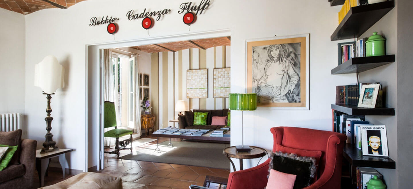Fontelunga-gay-hotel-Italy-Florence-gay-Italy-travel-honeymoon-gay-wedding-guide-review-self-catering-italy-lounge-2