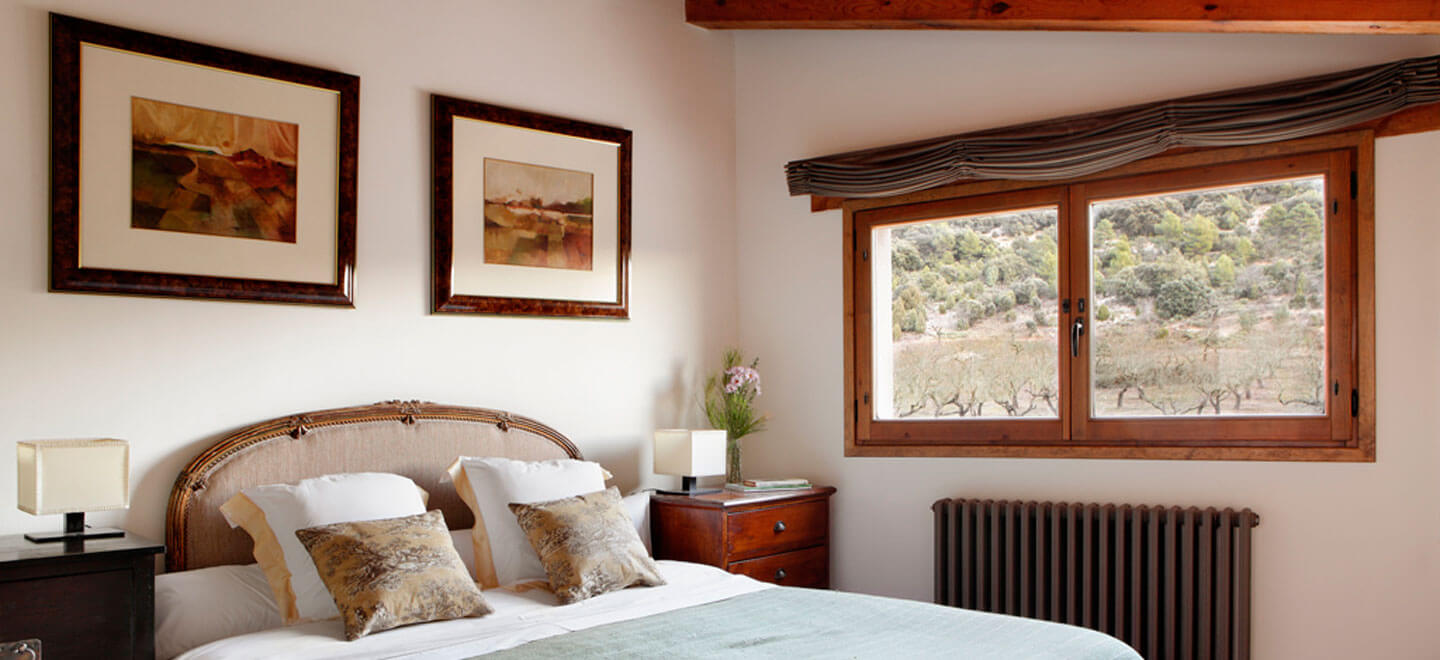 Mas-de-la-Serra-Honeymoon-luxury-Hotel-in-Spain-Gay-Vacation-Spain-Aargon-Mountains-bed6