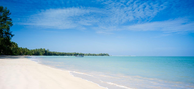 Sarojin-Beach-Luxury-Hotel-Phuket-Gay-Thailand-Luxury-Honeymoon-Phuket-beachfront-room