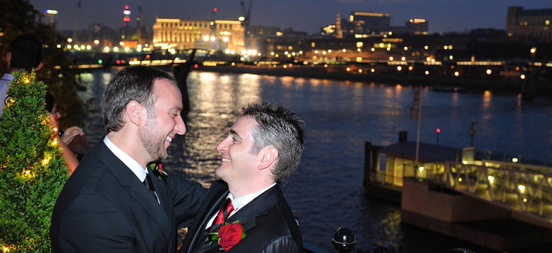 Shakespeares-Globe-London-wedding-venue-theatre-wedding-SE1-civil-partnership-gay-wedding-celebration