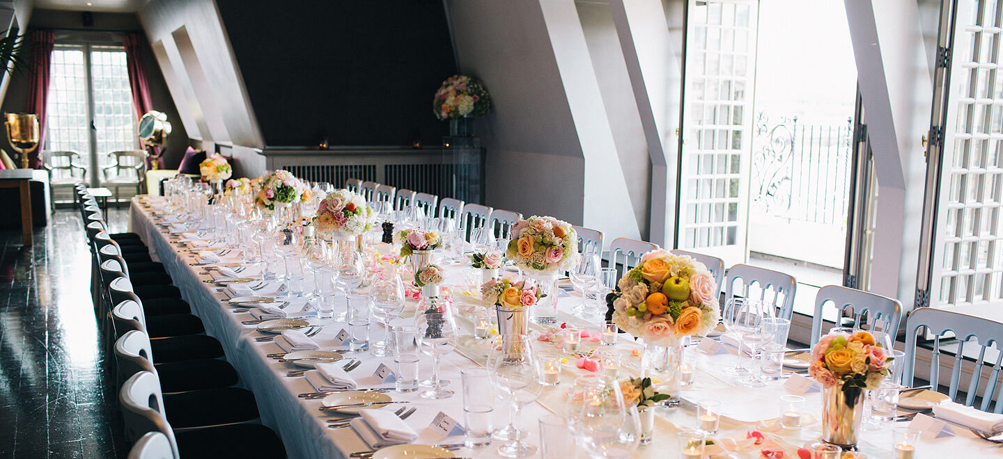 Shakespeares-Globe-London-wedding-venue-theatre-wedding-SE1-table-layout-fruit-bouquets