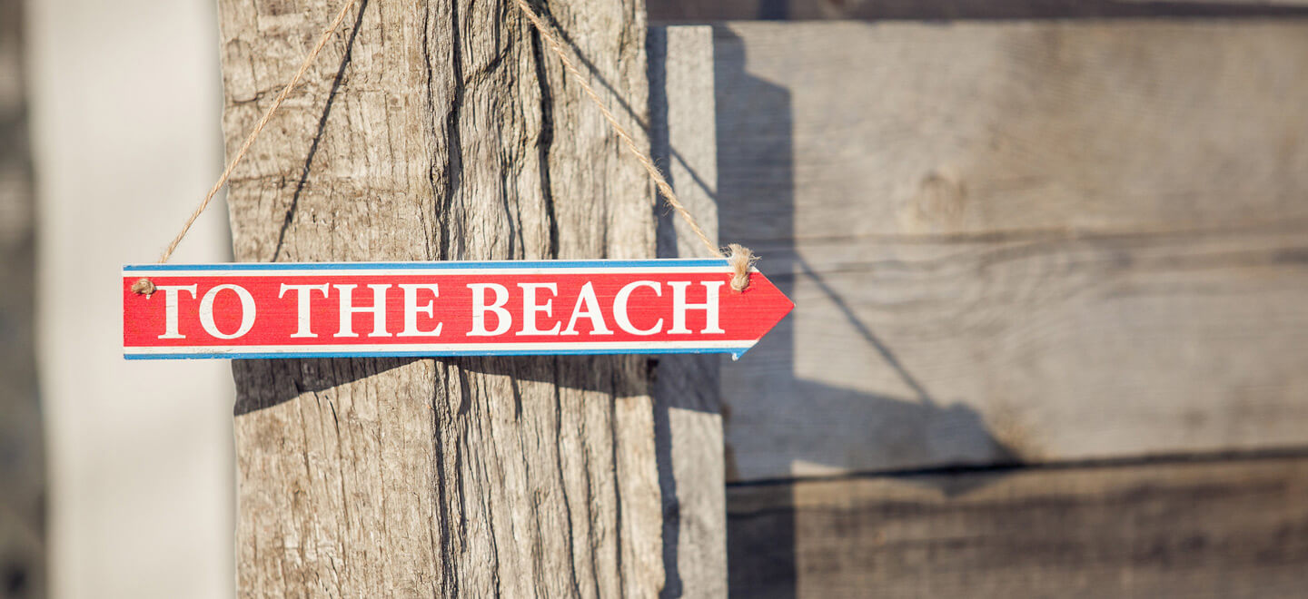 to-the-beach-sign-atThe-Gallivant-beach-wedding-venue-Camber-Sands-East-Sussex