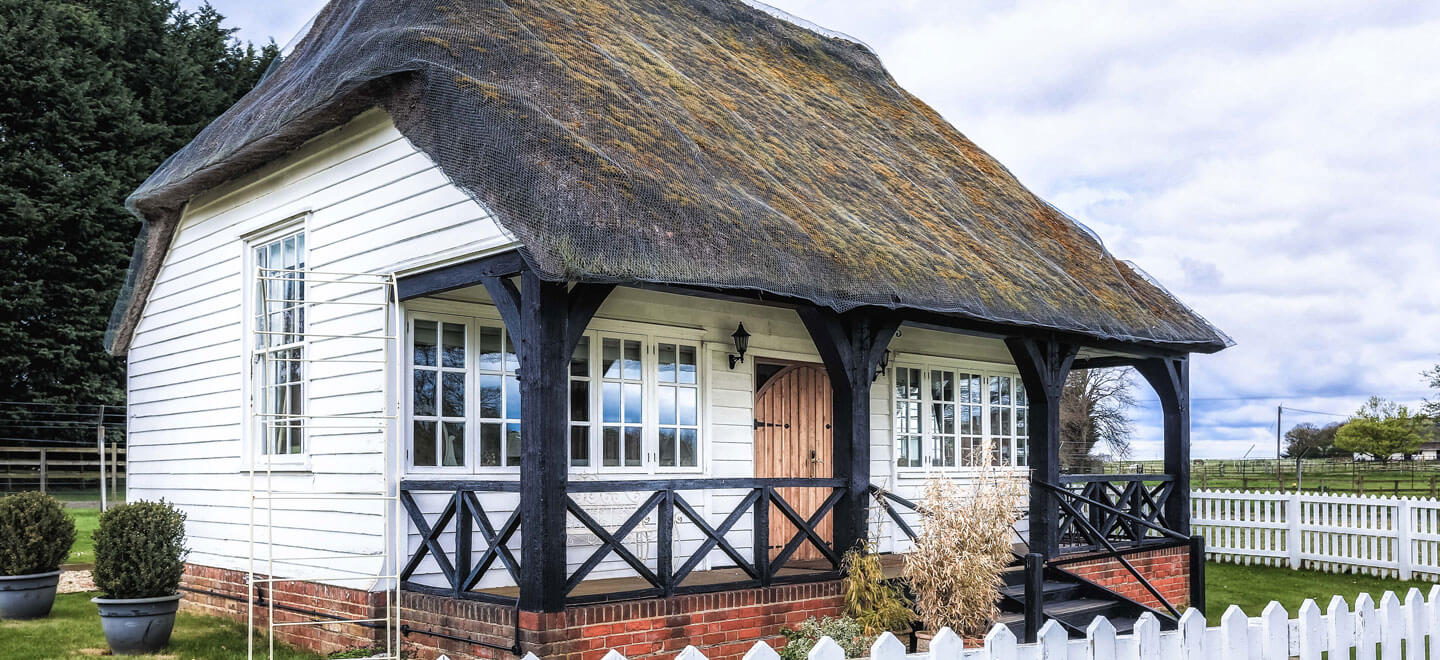 Thatched-cottage-atParklands-gay-wedding-essex-venue-the-gay-wedding-guide-house