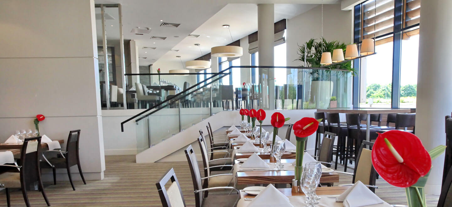 Double-Rosette-Restaurant-at-Reading-wedding-venue-Holiday-Inn-Reading-gay-friendly-wedding-venue