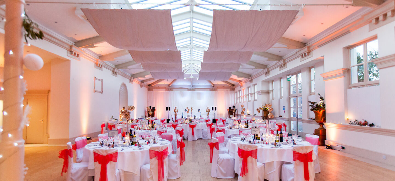 Summer-wedding-breakfast-layout-at-TV-wedding-venue-Shepperton-Studios-a-unique-wedding-venue-Berkshire