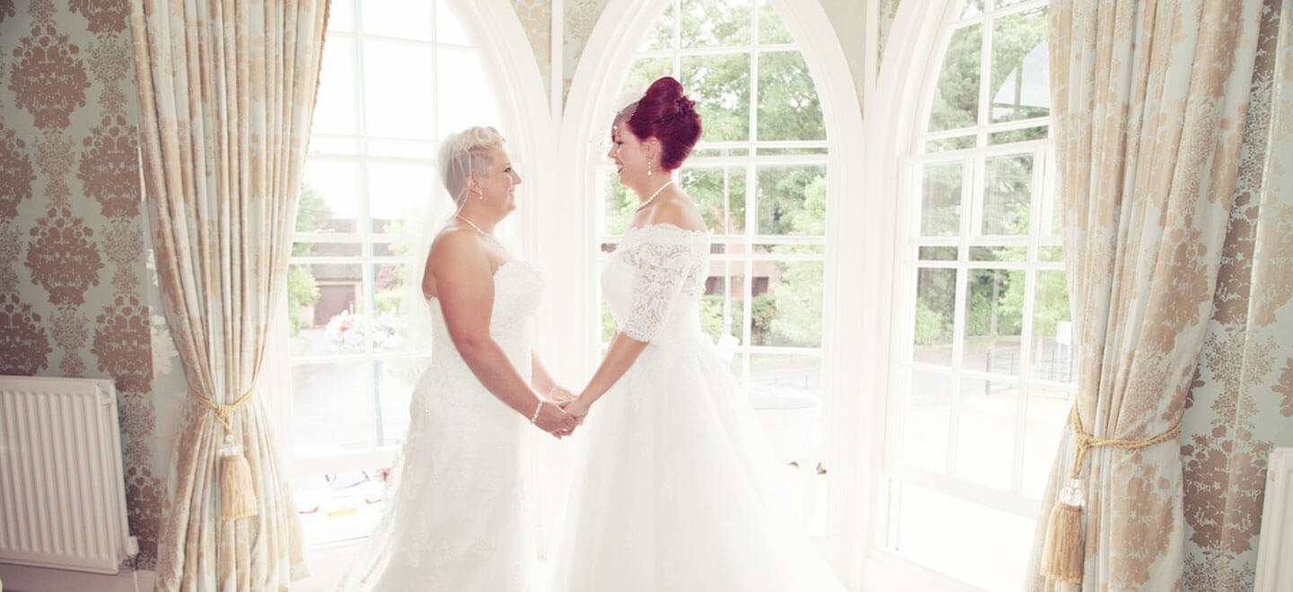 lesbian-wedding-at-Warwick-House-luxury-gay-weddiung-venue-in-Warwickshire