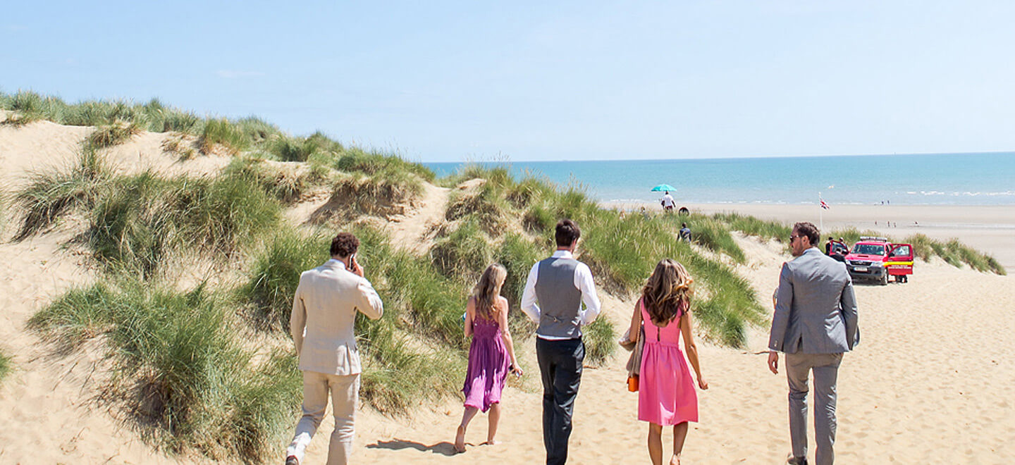 walking-to-the-beach-atThe-Gallivant-beach-wedding-venue-Camber-Sands-East-Sussex