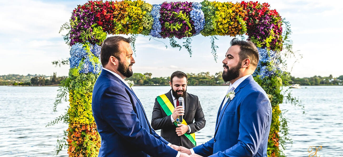 1440 Saying vows under floral arch at Pedro and Pedro gay wedding Brasil 1