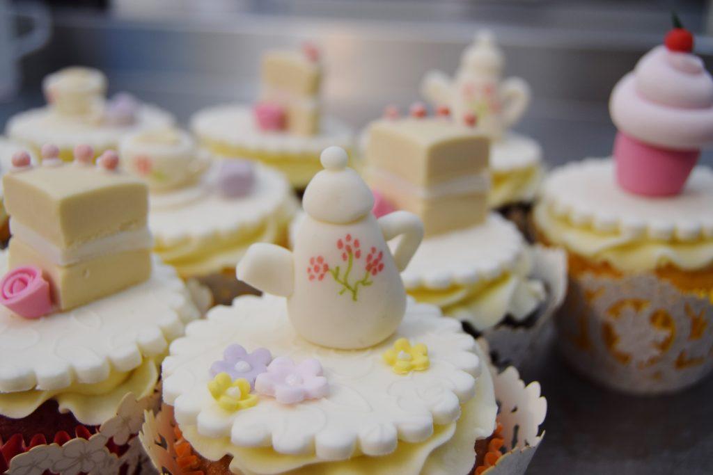 018 1024x683 truly designer cakes sswg
